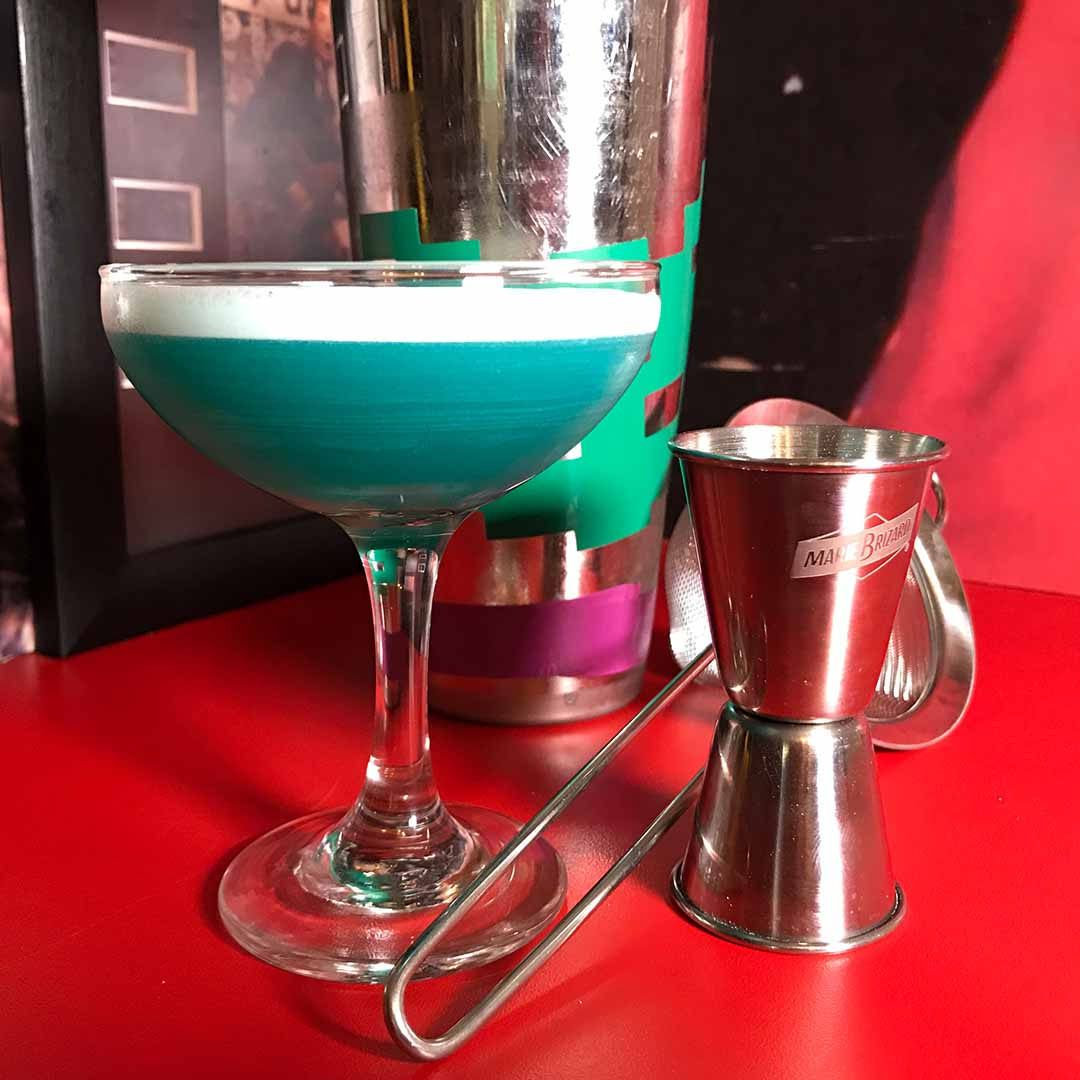 Blue-lagoon-cocktail-recipe